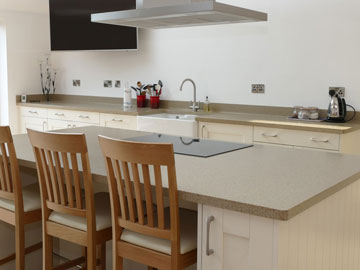 Fitted kitchen installation 1